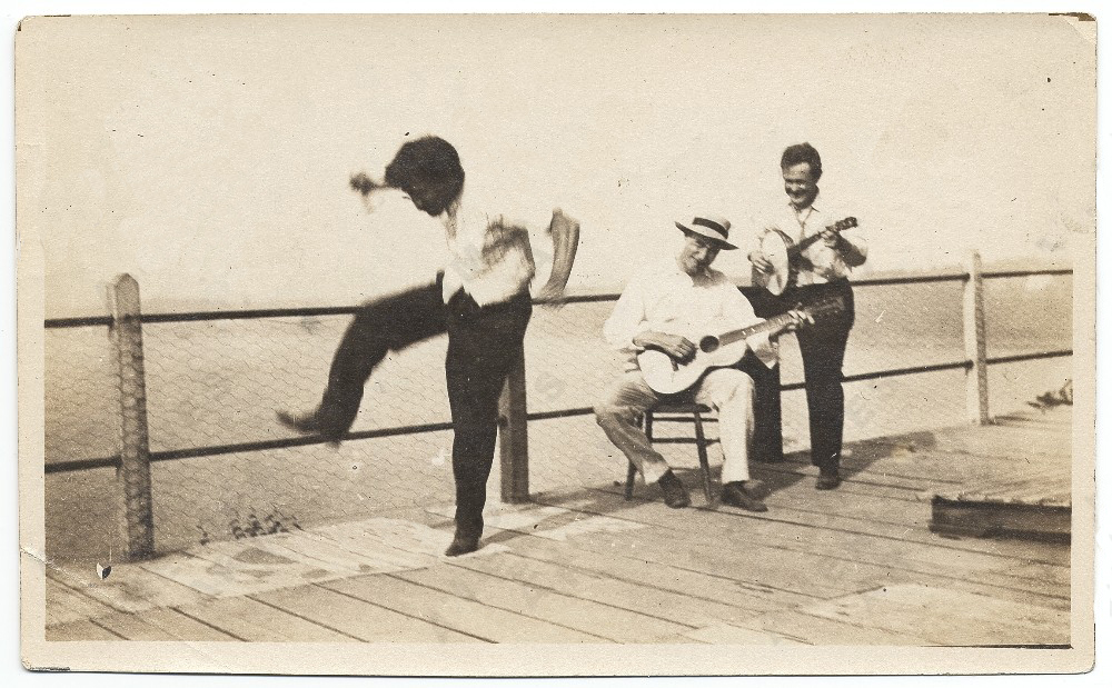 Left to right: George O. Hart, Walt Kuhn, and Gus Mager at the Jersey Shore, circa 1915.